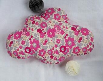petit coussin nuage en liberty capel rose nude pour enfants. Black Bedroom Furniture Sets. Home Design Ideas