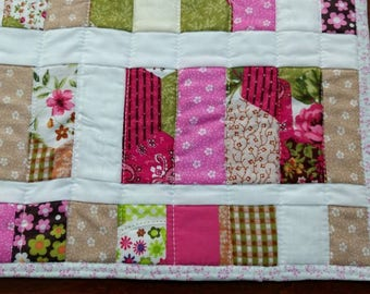 Placemat in pink tones. Patchwork and Quilting. Cotton, washable fabric.