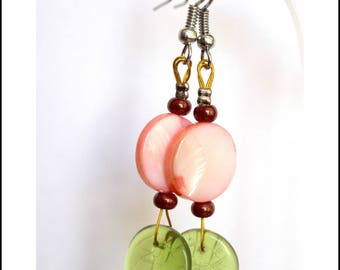 Green leaves and round pink pearl earrings