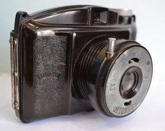 Vintage c. 1950's Dufa Fit II Bakelite Camera & Case 6 x 6 on 120 mm roll film