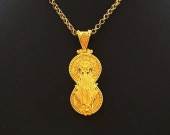 18k gold (stamp 750) hand made pendant.