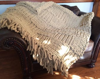 Chunky Yarn Blanket with Fringe