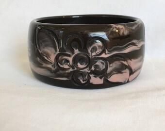 Brown With Pink Swirls Plastic Lucite Flower Carved Vintage Bangle Bracelet