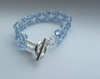 Baby blue and pearl bracelet