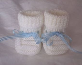 White baby wool slippers