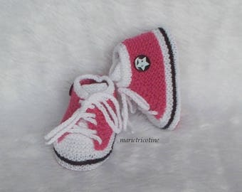 baby booties baby basketball 0/3 months handmade white raspberry pink baby wool