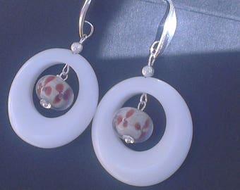 Stone and glass for elegant hoop earrings