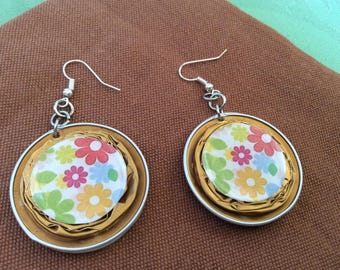 Earrings cabochon jaunee recycled Nespresso capsules resin floral theme