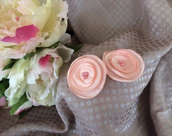 Flower 4 cm in pastel pink satin with pearls