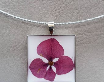 round neck + square pendant in resin and dried hydrangea flower