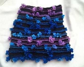 Skirt girl in pink, blue and purple flowers on black background (wool). Size 6.8.10ans girl skirt.