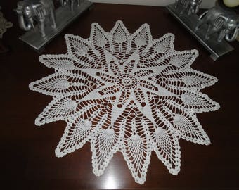ROUND WHITE DOILY BREAKS SIZE 63 CM - USED