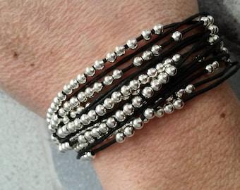 Bracelet multi row multi black beads