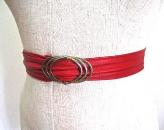 M Belt Vintage Red Leather Unique High Fashion Wasp Waist Thick Gold Tone Buckle 60s 70s Medium