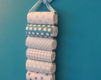 Trimmed with 24 chocolates Villars - advent calendar pattern blue