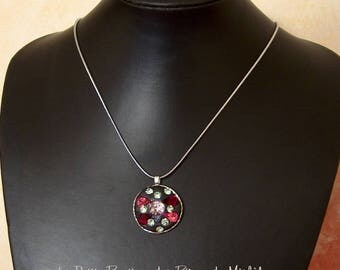 Pendant shimmering black and fuschia crystals chrysolite