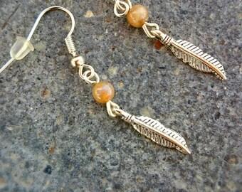 Sora - beige Agate feather earrings