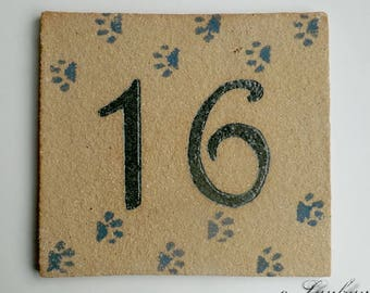 Door plate in ochre stoneware, number 16, cat paws