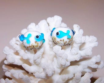 """Duo """"mini turquoise fish"""" and sand, glass Lampwork"""