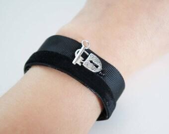 Black velvet - Secret Passage and fabric bracelet