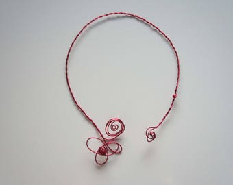 Twisted wire - red flower necklace