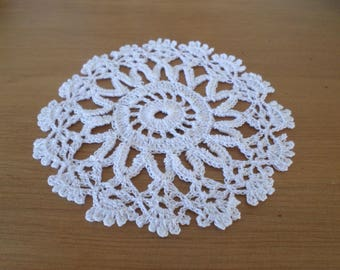 Doily crocheted by hand with white cotton