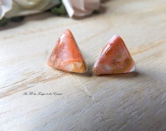 Stud Earrings triangle Pink and powdered