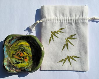 Painted with mini Cup bamboo green pouch