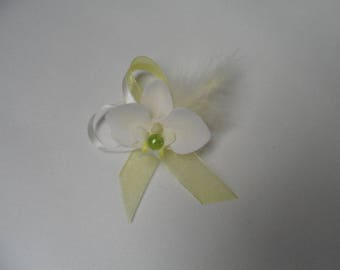 Boutonniere - PIN for wedding - ivory and lime green