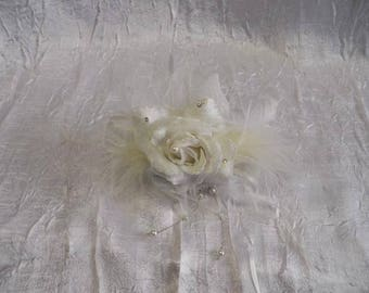 comb headpiece wedding. Flower and feathers
