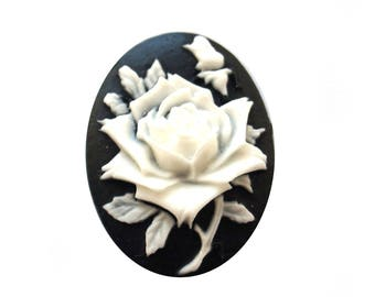 Set of 10 cameo white rose cabochons (25x18mm)