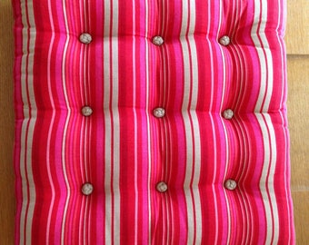 Large cushion in linen and Chinese knots