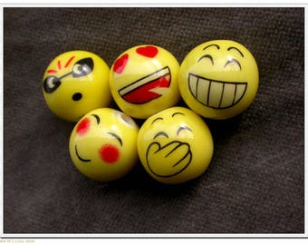 set of 5 emotion round ceramic beads