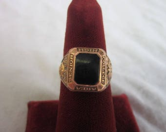 REServed 1959 10 K solid Gold State College Pennsylvania Little Lion Class Ring with Onyx Stone