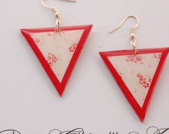 Earrings small flower, triangle shape, red and white