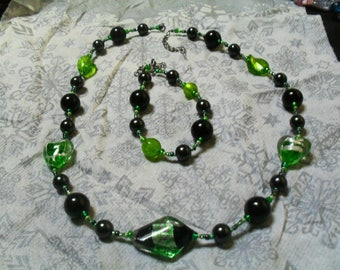set (necklace and bracelet) chic, classy, modern (black and green)