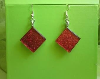 Red glass glitter on aluminum diamond-shaped earrings