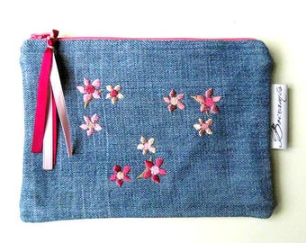 Pouch/clutch. Upcycling. Blue Jean, flowers and embroidery.