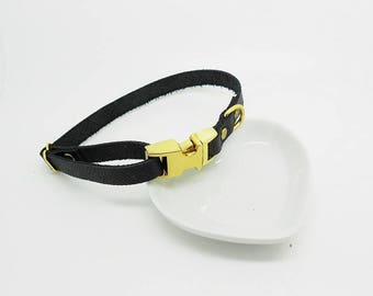 adjustable dog collar in black leather and gold clasp