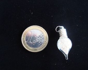 """Maldives"" pendant: small pointed vial of authentic sand island in the Maldives"
