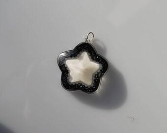 Black and white resin star pendant glitter 40 mm