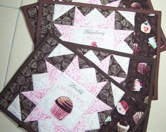 Set of 4 place mats patchwork pattern cupcakes