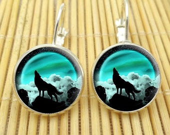 A pretty pair of earring with a flower size and color choice Wolf WOLF glass cabochon