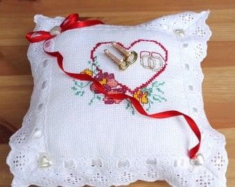 nest egg holder, embroidered cross poin