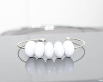 Bracelet metal beads and white