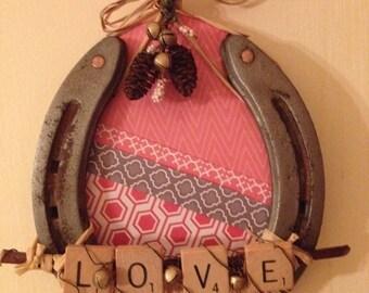 "Decorative horseshoe wall hanging ""love"""
