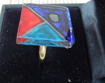 Square glass painted on red, turquoise and blue glass mosaic ring