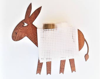 Donkey made of wood with a basket for shakers salt and pepper (seal no screws)