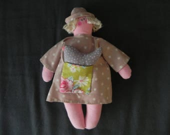 Small beige tile with Tilda doll