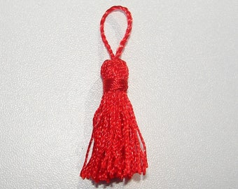 Red tassel polyester.55.00 mm in length.
